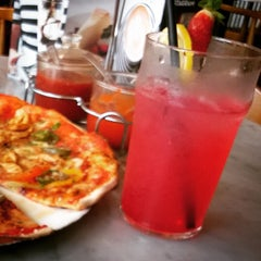 Photo taken at Pizza Marzano by Hardiansyah A. on 6/16/2015