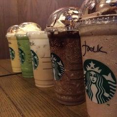 Photo taken at Starbucks by Kowjeck on 10/11/2015