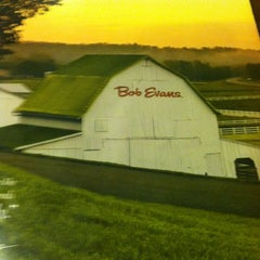 Photo taken at Bob Evans Restaurant by Melissa O. on 2/2/2013