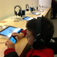 Photo taken at Apple Store, The Oaks by Eric U. on 12/29/2012