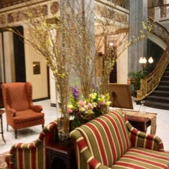 Photo taken at The Seelbach Hilton Louisville by Terese B. on 4/26/2013