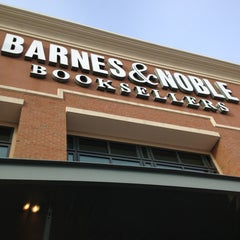 Photo taken at Barnes & Noble by Maria R. on 2/3/2013