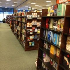 Photo taken at Barnes & Noble by Geovonnie W. on 1/5/2013