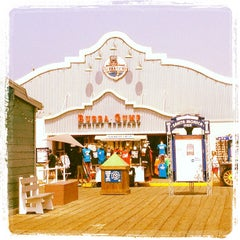 Photo taken at Bubba Gump Shrimp Co. by Jerry L. on 4/28/2013