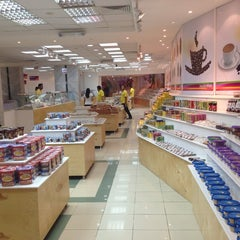Photo taken at Sugar World, Hurghada. Store of Turkish Sweets by Kemal K. on 3/27/2014