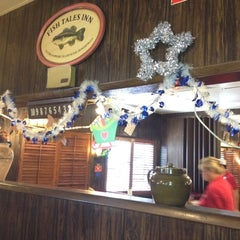 Photo taken at Chris' & Pitt's Restaurant by Susana B. on 12/5/2012