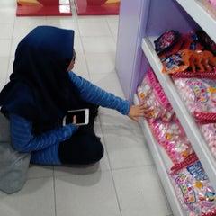 Photo taken at HIG Chocolate Shop by Nadiaaaa . on 4/2/2016