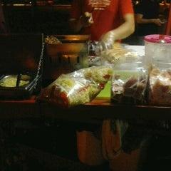 Photo taken at Raimundo Hot Dog by Levi P. on 11/4/2012