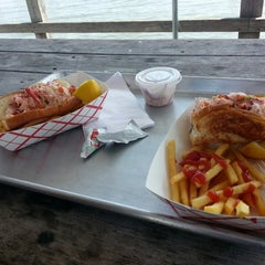 Photo taken at Butler's Flat Clam Shack by Annie ʚϊɞ Z. on 7/1/2014