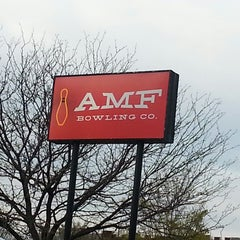 Photo taken at AMF 34th Avenue Lanes by Annie ʚϊɞ Z. on 4/28/2014