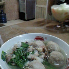 Photo taken at Bakso Sido Mandiri by Benny H. on 6/8/2013
