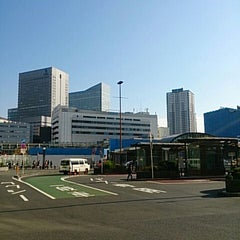 Photo taken at 横浜駅西口 バスターミナル by SOTETSU on 11/11/2013