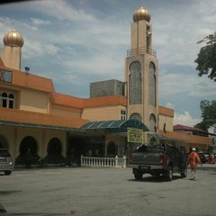 Photo taken at Masjid Ridzwaniah by Nazmi A. on 3/9/2013