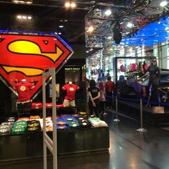 Photo taken at DC Comics Super Heroes by Zunnurain .. on 5/1/2016
