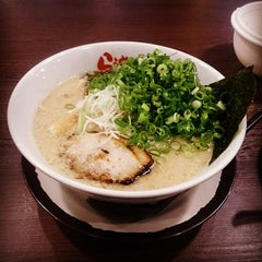 Photo taken at らうめん 蔵 by Keita Y. on 11/10/2014