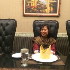 Photo taken at Goela Klapa Restaurant by Fresa Y. on 4/22/2014