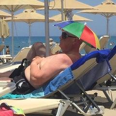 Photo taken at ILIOS beach hotel by Nikosp20 ✨ on 8/29/2015