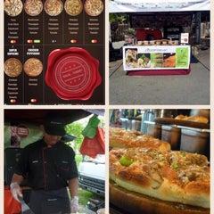 Photo taken at Pasar Malam Jalan Kuching by Pizzamaster M. on 2/4/2016