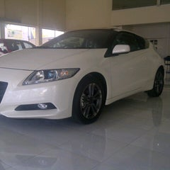 Photo taken at Honda Pacific Motor (Dealer Mobil Honda) by Darmawan A. on 9/29/2012