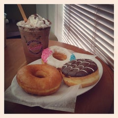 Photo taken at Dunkin' Donuts by Reza A. on 3/1/2014