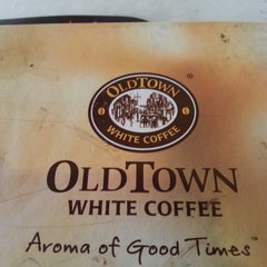 Photo taken at OldTown White Coffee by Adam F. on 5/17/2015