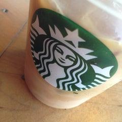 Photo taken at Starbucks by Oscar L. on 7/25/2013