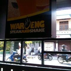 Photo taken at Waroeng Steak & Shake by rio b. on 11/19/2012
