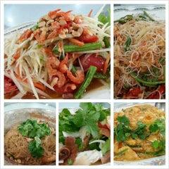 Photo taken at ครัวเจ๊ง้อ (Je Ngor's Kitchen) by Maionie P. on 12/27/2012