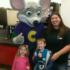 Photo taken at Chuck E. Cheese's by Lisa M. on 12/26/2014