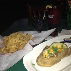 Photo taken at Putters Sports Grill by Nikki@ProjectSocialize on 5/12/2013