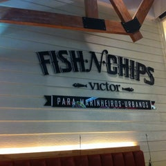Photo taken at Victor Fish 'n' Chips by Sergio M. on 11/3/2012