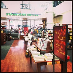 Photo taken at University of Memphis Bookstore by Maxim B. on 11/19/2013