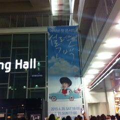 Photo taken at 이화여자대학교 삼성홀 (Ewha Womans University Samsung Hall) by Heeeun D. on 6/20/2015