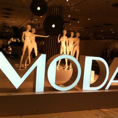 Photo taken at MODA MANHATTAN by Arlo H. on 1/4/2014