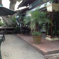 Photo taken at Café Botânica by Luiza H. on 1/15/2013