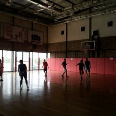 Photo taken at Hoops Arena by Henri F. on 9/29/2012