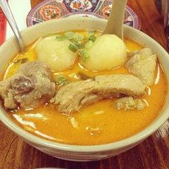 Photo taken at Taste Good Malaysian Cuisine 好味 by Adam U. on 3/17/2013