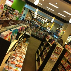 Photo taken at HARRIS Bookstore by T-burn D. on 5/17/2013