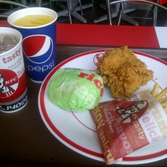 Photo taken at KFC by Andi_SLanK on 11/23/2012