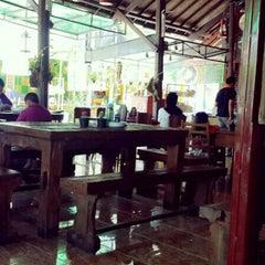 Photo taken at Bakso Kuto Wong Malang Cak To by Esa M. on 3/31/2014