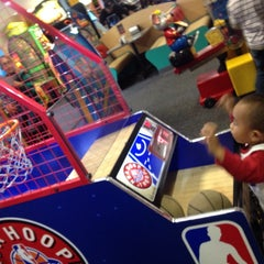 Photo taken at Chuck E. Cheese's by Justine B. on 4/26/2014