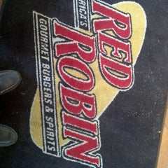 Photo taken at Red Robin Gourmet Burgers by Richard C. on 12/31/2012