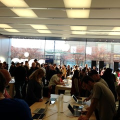 Photo taken at Apple Store, Easton Town Center by Michelle on 11/17/2012