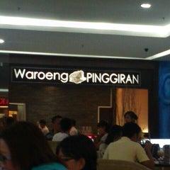 Photo taken at Waroeng Pinggiran by Ismi M. on 5/18/2013