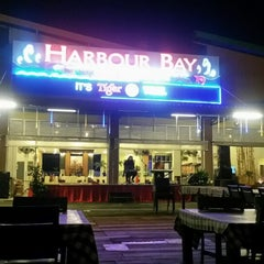 Photo taken at Harbour Bay Seafood Restaurant by Chev Inyong I. on 8/20/2015