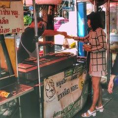Photo taken at ถนนคอนแวนต์ (Convent Road) by Joe Anut P. on 12/18/2014