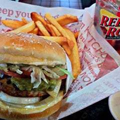 Photo taken at Red Robin Gourmet Burgers by Christian D. on 11/12/2012