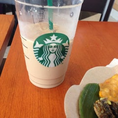 Photo taken at Starbucks by Yung S. on 8/20/2014