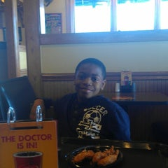 Photo taken at Zaxby's by Tracy G. on 3/7/2013