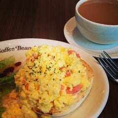Photo taken at The Coffee Bean & Tea Leaf by Ronald I. on 1/8/2013